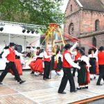on chante, on danse et on déguste les produits du terroir, en costumes traditionnels s'il vous plaît, aux Jeudis du terroir de la 2ATG de Guebwiller
