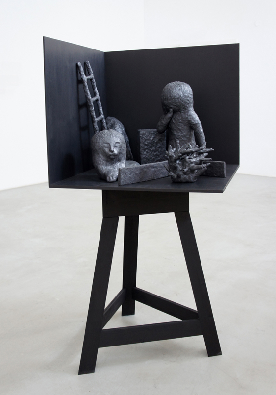 "Yung-Jung Song, ""Camera chimera"", grès noir émaillé, 2013"